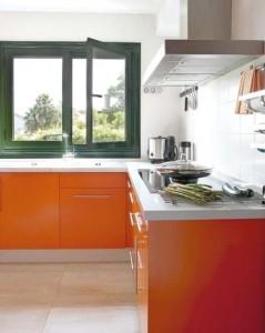 6-mobila bucatarie moderna mica portocaliu cu alb