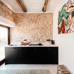 6-mobila neagra cu blat din marmura casa mica de 45 mp Ibiza Spania