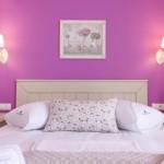 6-mobilier alb pereti colorati cazare Villa Anthelion Limenaria Thassos