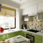 6-mobilier pe colt vernil si alb in amenajarea unei bucatarii de 6 mp