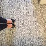 6-mozaic din piese rotunde decor pardoseala baie