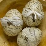 6-oua de Paste decorate in stil vintage cu fasii de ziar si panglici de dantela