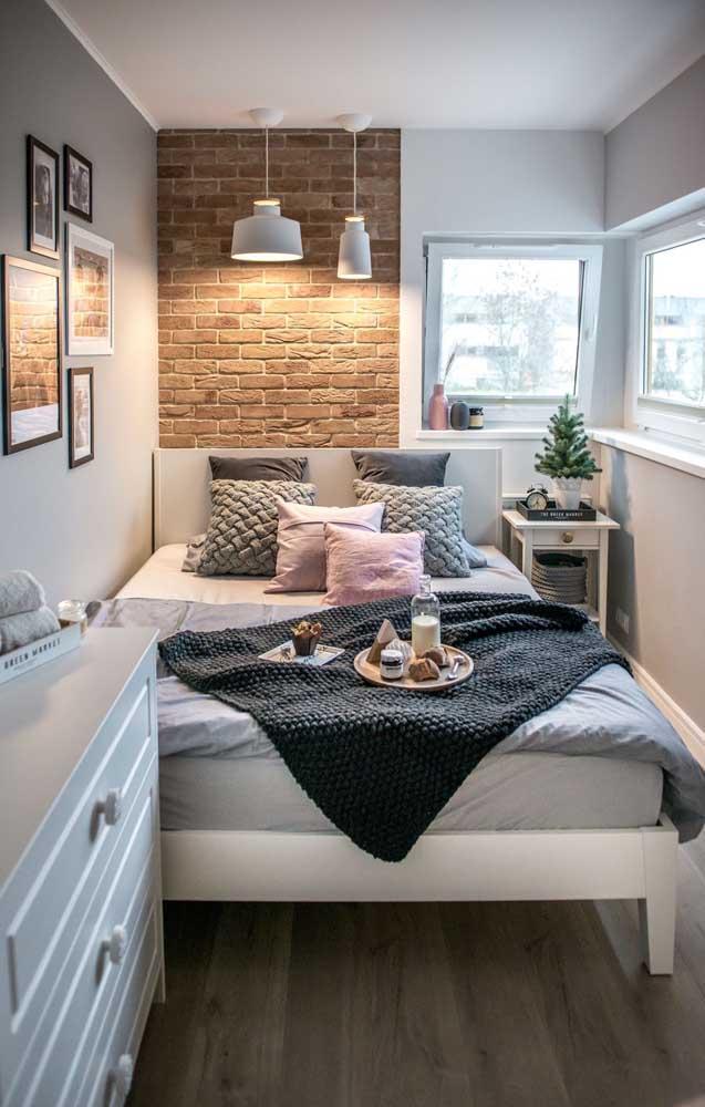 pat colt dormitor ingust perete accent caramida