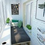 6-pat de o persoana intr-un balcon mic de apartament
