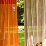 6-perdele vaporoase bej si portocaliu pentru un decor tropical de vara