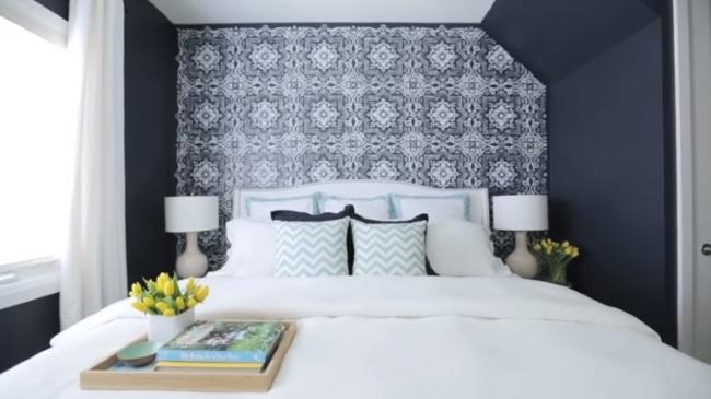 Din alb in albastru inchis – transformare uimitoare a unui dormitor