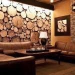 6-perete living decorat cu rondele de lemn de diferite dimensiuni