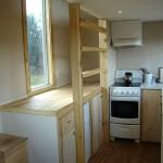 6-scara acces pat construit deasupra bucatariei casa mica din lemn netratat chimic