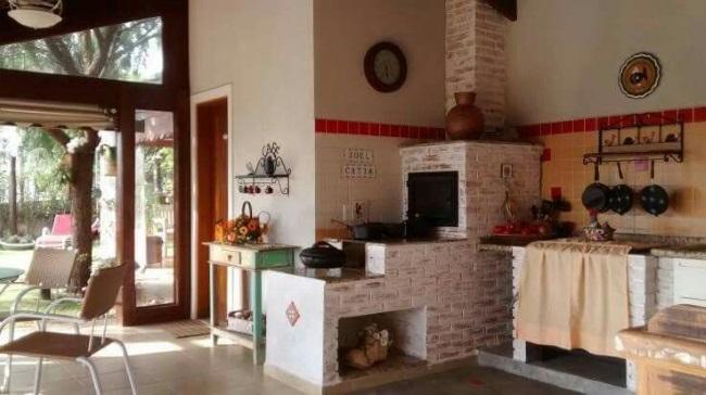Modele de sobe cu plita pentru interioare rustice