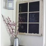 6-tabla de scris din rama veche a unei ferestre