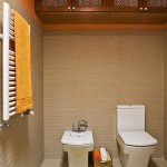 6-vas wc si bideu in baie mica finisata in alb bej si caramiziu cu accente vernil