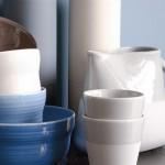 6-vase bucatarie moderna nuante alb maro si bleu