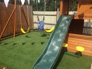 7-amenajare loc de joaca copii cu gazon sintetic iarba artificiala