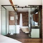 7-baie inclusa in dormitor industrial masculin cu pereti transparenti din sticla