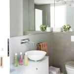 7-baie moderna minimalista in alb si gri pereti finisati cu tencuiala cu aspect de beton slefuit