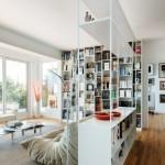 7-biblioteca etajera pe post de paravn despartitor intr-un apartament mic