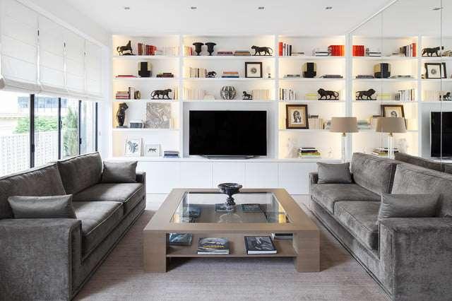7-biblioteca-minimalista-living-modern-televizor-polite-carti-decoratiuni