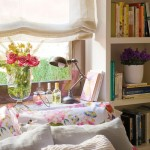 7-biblioteca proiectata in jurul ferestrei din dormitor