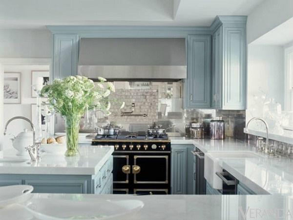 7-bucatarie clasica decorata in bleu casa Jennifer Lopez dupa renovare