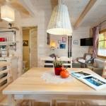 7-bucatarie cu dining si living open space parter casa mica din barne de lemn