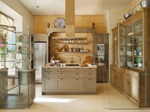 7-bucatarie mobilier lemn separat cu perete de sticla de living casa Mallorca Spania