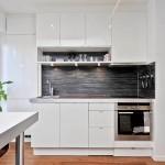 7-bucatarie moderna cu mobilier alb si mozaic negru garsoniera open space
