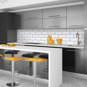 7-bucatarie-moderna-minimalista-amenajata-in-negru-alb-si-portocaliu