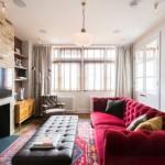 7-canapea rosie amenajare living cu peretii albi