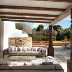 7-canapele terasa casa din piatra veche renovata Ibiza