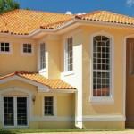 7-casa cu acoperis din tigla si fatada galben pal cu alb