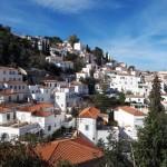 7-case albe cu acoperisuri caramizii insula Hydra Grecia