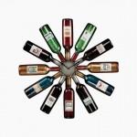 7-ceas de bucatarie in cu sticle de vin ce indica orele