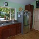 7-chiuveta si frigider bucatarie open space casa mica 65 mp din lemn