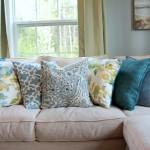 7-compozitie din pernute decorative in nuante de albastru cu accente galbene