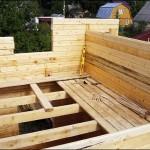 7-constructia etajului casei din popi de lemn imbinati in sistem lego