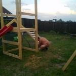 7-continuarea asamblarii scarii locului de joaca