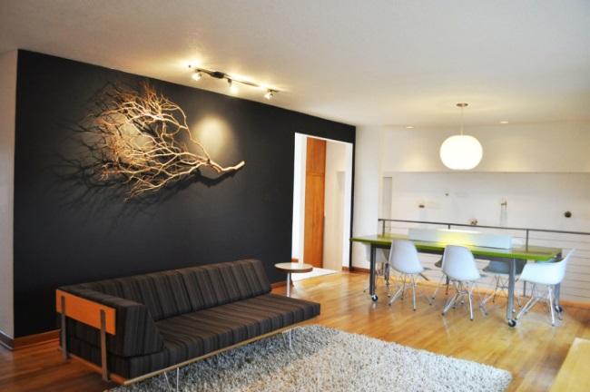 7-creanga uscata in calitate de element decorativ al peretelui din spatele canapelei