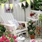 7-decor romantic balcon cu mai multe tipuri de muscate plantate in ghivece