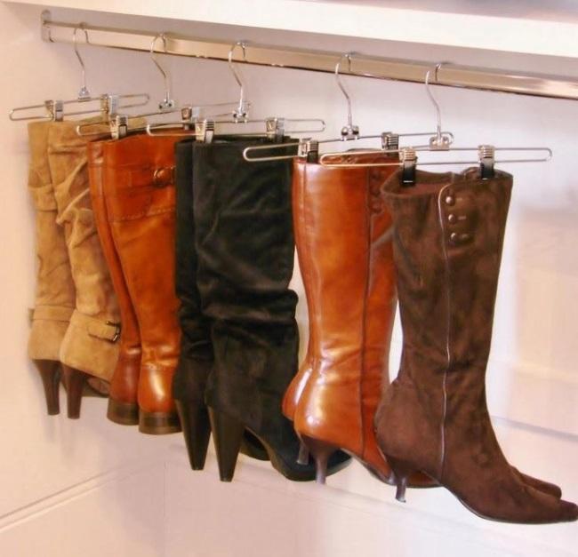 7-depozitare si pastrare cizme cu ajutorul umeraselor