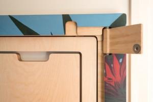 7-detaliu sistem de fixare pe perete a seturlui de masa si scaune Snap Jack