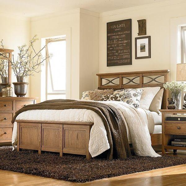7-dormitor clasic elegant cu pereti crem si mobila si accesorii maro