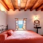 7-dormitor dublu cu semineu si vedere la mare hotel Malvasia din cetatea Monemvasia Grecia