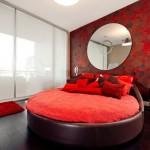 7-dormitor matirmonial rosu amenajat cu pat rotund