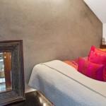 7-dormitor mic mansarda perete decorat cu stucco