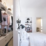 7-dressing walk-in amenajat in spatele peretelui fals de la capul patului din dormitor