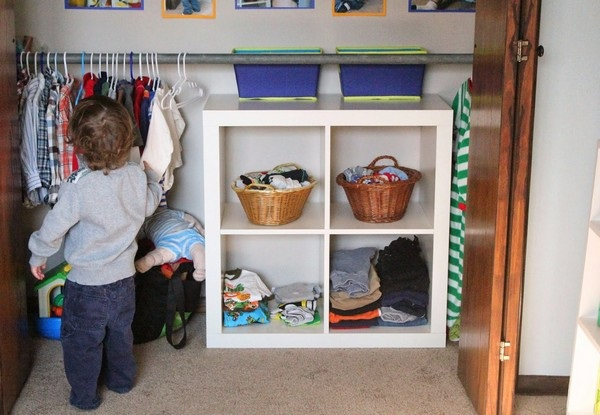 Amenajare Camera Montessori : 7 dulap haine accesibil micutilor metoda montessori :: casadex