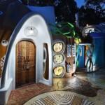 7-exterior casa cob din pamant iluminata seara