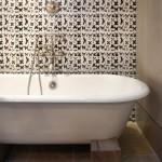 7-faianta imprimeu fluturi decor baie stil rustic casa 75 mp