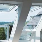 7-ferestre de ansarda Velux Cabrio deschise si transformate in balcon cu acoperis