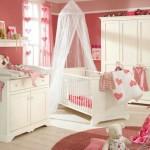 7-idei amenajare camera bebe fetita pereti roz mobila alba